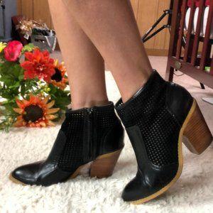 SAKS 5th GRAY laser cut stacked heel booti…